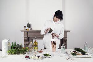 bartender-mixologist-hospitality-senna-meloni-cocktail